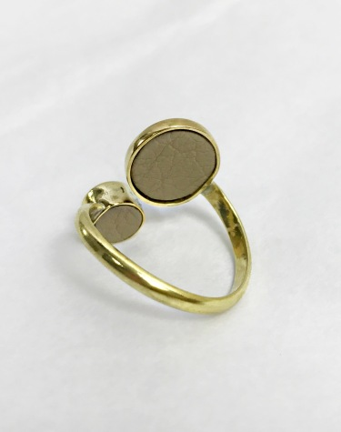 Magnetic ring back - brass, leather and magnets
