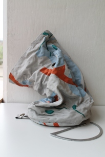 Bucket bag with rolled aluminium handle